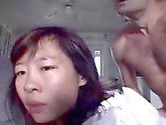 Aasian kiimainen äiti saa kasvonsa täynnä cum