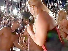 vilt UP hos brasiliansk fest