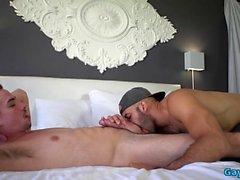 Hot Homosexuell Oralsex mit Cumshot
