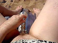 Masturbando juntos na praia Parte 2