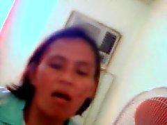 Cuarenta y seis año antiguos filipinas madre de Navares Editha que muestra sus tetas