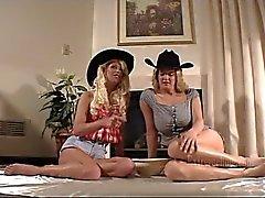 Lisa ve Samantha Çift Ass Fisting