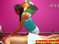Asiatique spycam masseuse tirant avant de conduire