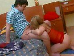 De chicas se empala el coño en una gran polla sin sacar tangas off