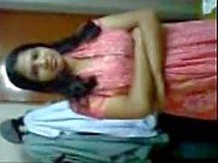 Chica de colegio bengalí primera vez sexo con conductor fuga mms