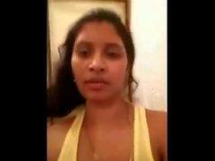 Desi bhabhi exposer ses gros seins et chatte