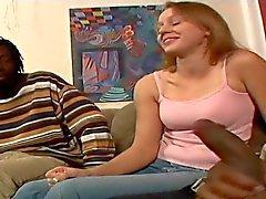 Unschuldige white girl wird von zwei hing schwarzen Jungs zerstörte