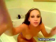Banyo küvetinde Masturbating cam girl