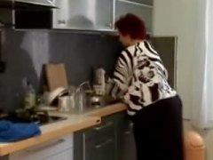 Vet BBW granny fucked in de keuken