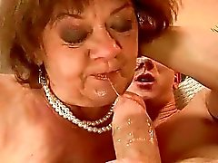 Ugly fat granny rijden jonge haan