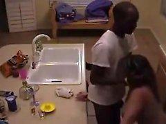 Busty ama de casa atrapado vecino negro