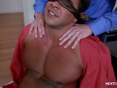 Cock Hungry Boss, Stajyerler tarafından Barebacked Big Dick