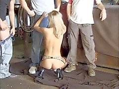 Bañera grupo sexo en el garaje