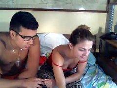 Más caliente amateur morena 19yo adolescente monta su consolador en webcam