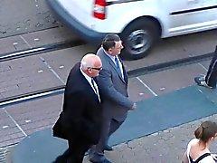 äldre män på gatorna 06