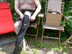 Bahçe içinde wanking - deriye ve in boots