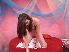 Sexy Kat Monroe recebe seu bichano Rocked On The Tremor