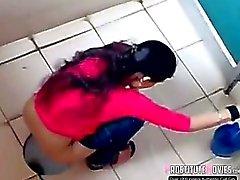 Indier damtoalett filmad av spion cam i offentliga toaletter