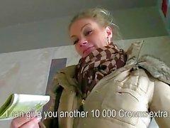 Grandi tette cecoslovacca Adele disossate per denaro