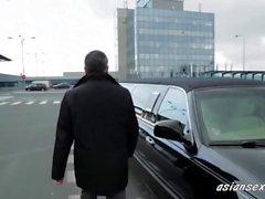 Sexy loira fodendo embaixador em sua limusine-asiansexhd