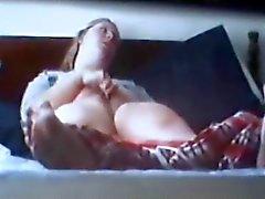 spycam pego clitóris rubing loira ao orgasmo