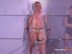 Rak Stud Korsfäst BDSM Gay Bondage Uncut Muscle Whip