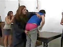 Korkea tyttö saa perseeseen hävisin pelaajalle punainen ja Stick By Naisen Tuomarina pöydälle Vältettävä Jail