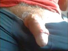 Pai acariciando seu pau perfeito na cam
