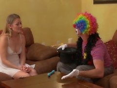 MILF Shows Clown Wie die Luft zu sprengen