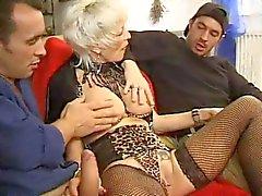 ФРАНЦУЗСКОГО ВОЗМУЖАЛЫЙ двадцать семь анальный блондинку мама ИФОМ с 2 молодыми мужчинами