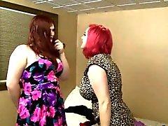 Busty tranny Tiffany Starr baisée femme rousse chubby