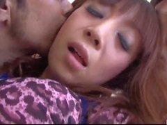 Mai Serizawa si occupa di due grossi cazzi in ciascuna delle sue tane
