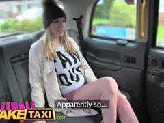 Weiblich Gefälschte Taxi Kurvige atemberaubende Blondine mit großen Titten