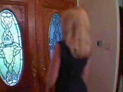 Teeny Arianna verleid , ontdaan & strap - on geneukt