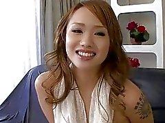 Luna rasage son twat jusqu'à l'orgasme auparavant doigté