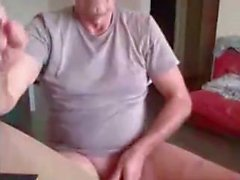 красивый папа показать свою жопу!