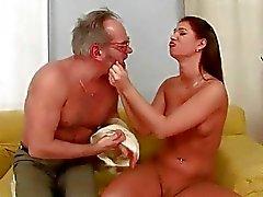 Lindan Ray nauttii hot sex kiimainen Isoisä