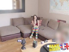 FakeAgentUK Chica sexy española chupa duro y profundo para tratar de conseguir un trabajo