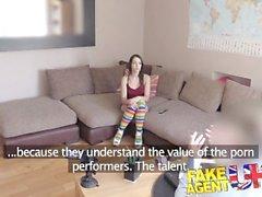 FakeAgentUK Sexy garota espanhola suga duro e profundo para tentar conseguir um emprego