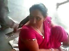 Busty Индийского зрелая телка на железнодорожный вокзал 2 (о) (о)