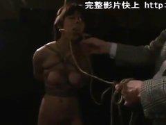 Азиатский любитель наслаждаясь BDSM лечения