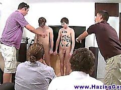 Echten Studenten wobei bläulichen Dunst verhangenen