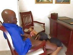 Негр Алисии просверлены в офис