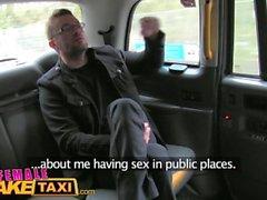 Weibliche Fälschung Taxi Reporter erhält heiße Sex Schaufel und Deepthroat Blowjob