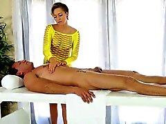 Corridas masseuse atractiva de cubierta
