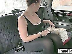 Полненькие любительские получает жопе Jizzed путем развязным водителя такси