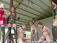 3 killarna att få vissa brutala bestraffa