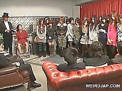 Culo caliente adolescente japoneses queda coño toyed en extraña show de sexo