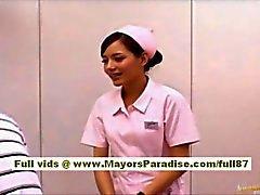 Nao Yoshizaki Sexy Chinese Mädchen genießt die auf mit dem Bus