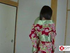 Fujiko japonesa Gueixa e sua dedicação total para um galo brasileira